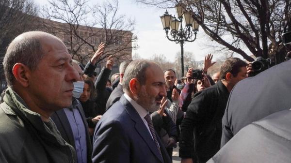 آخرین خبر از تنش ها میان دولت و ارتش ارمنستان، پاشینیان: اوضاع تحت کنترل است