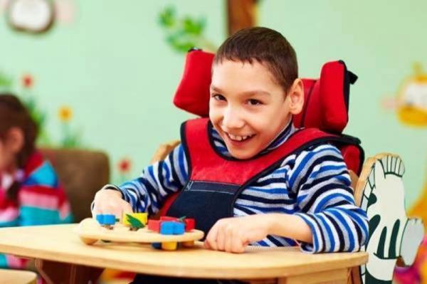 با کمبود مراکز مراقبتی برای افراد اوتیسم روبرو هستیم