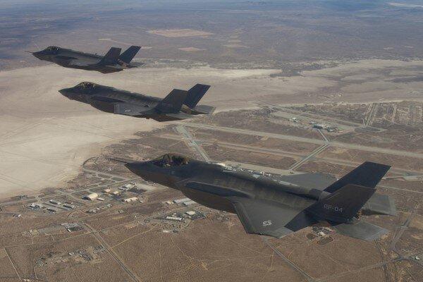 حمله هوایی آمریکا به مواضع شبه نظامیان در مرز عراق- سوریه
